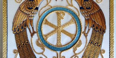 Palia para un ordenando, bordada a mano en el Taller Artesano de Los Rosales (Talleres de Arte GRANDA)