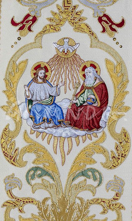 Bordado a mano de la Santísima Trinidad. Detalle de la casulla.