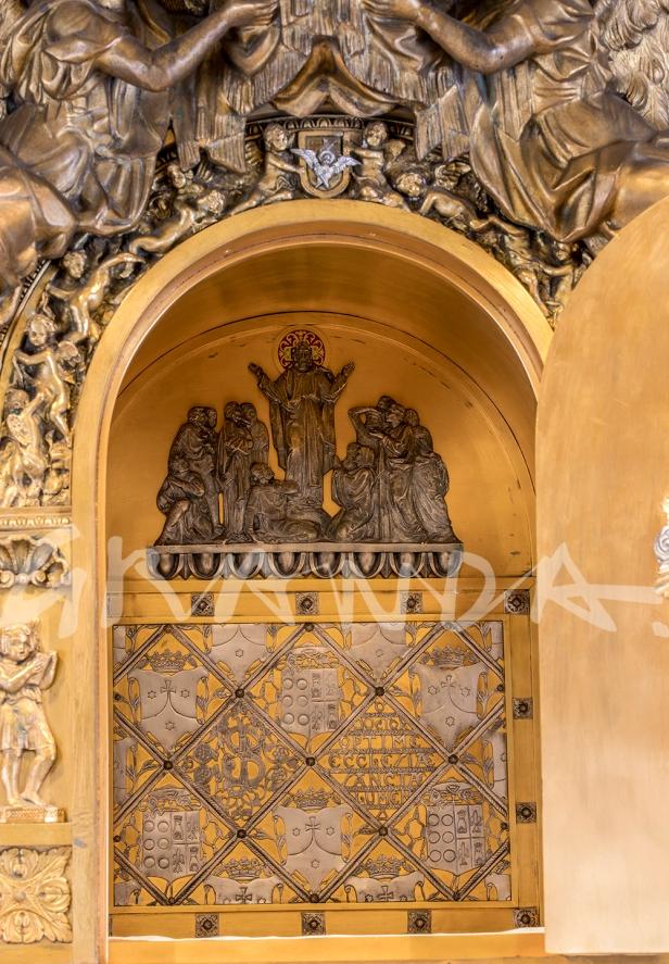 Interior del sagrario, en el que se reproducen los motivos del sarcófago de san Juan de la Cruz.