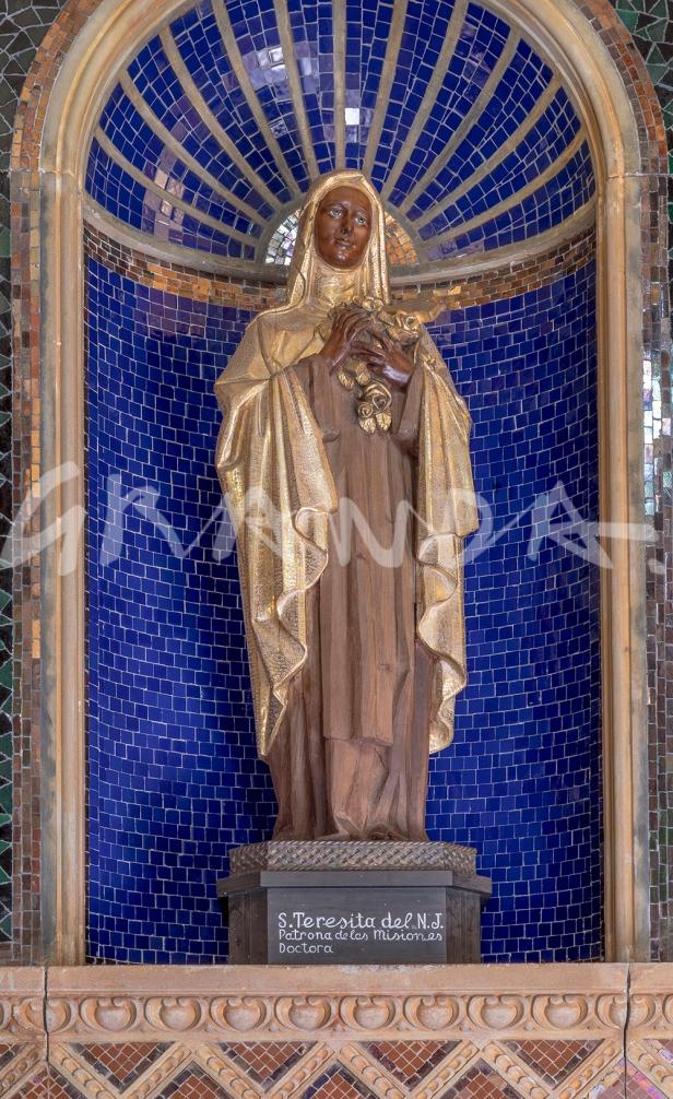 Detalle de los paramentos del camarín y de las figuras de santos carmelitas.